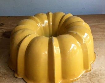 Vintage Yellow 6 Cup Bundt Pan