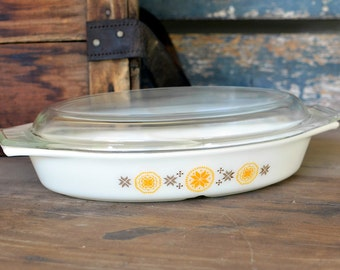 Pyrex Town & Country Divided 1.5 Quart Casserole Dish - Matching Clear Glass Lid Included - Orange Brown Pattern - Vintage Home Kitchen