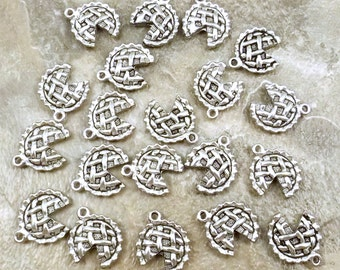 Twenty (20) Pewter Apple Pie Charms - Free Shipping in the US - (5247)