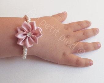 Baby bracelet, toddler bracelet, flower girl , baby girl,baby birthday girl,girl beaded bracelet