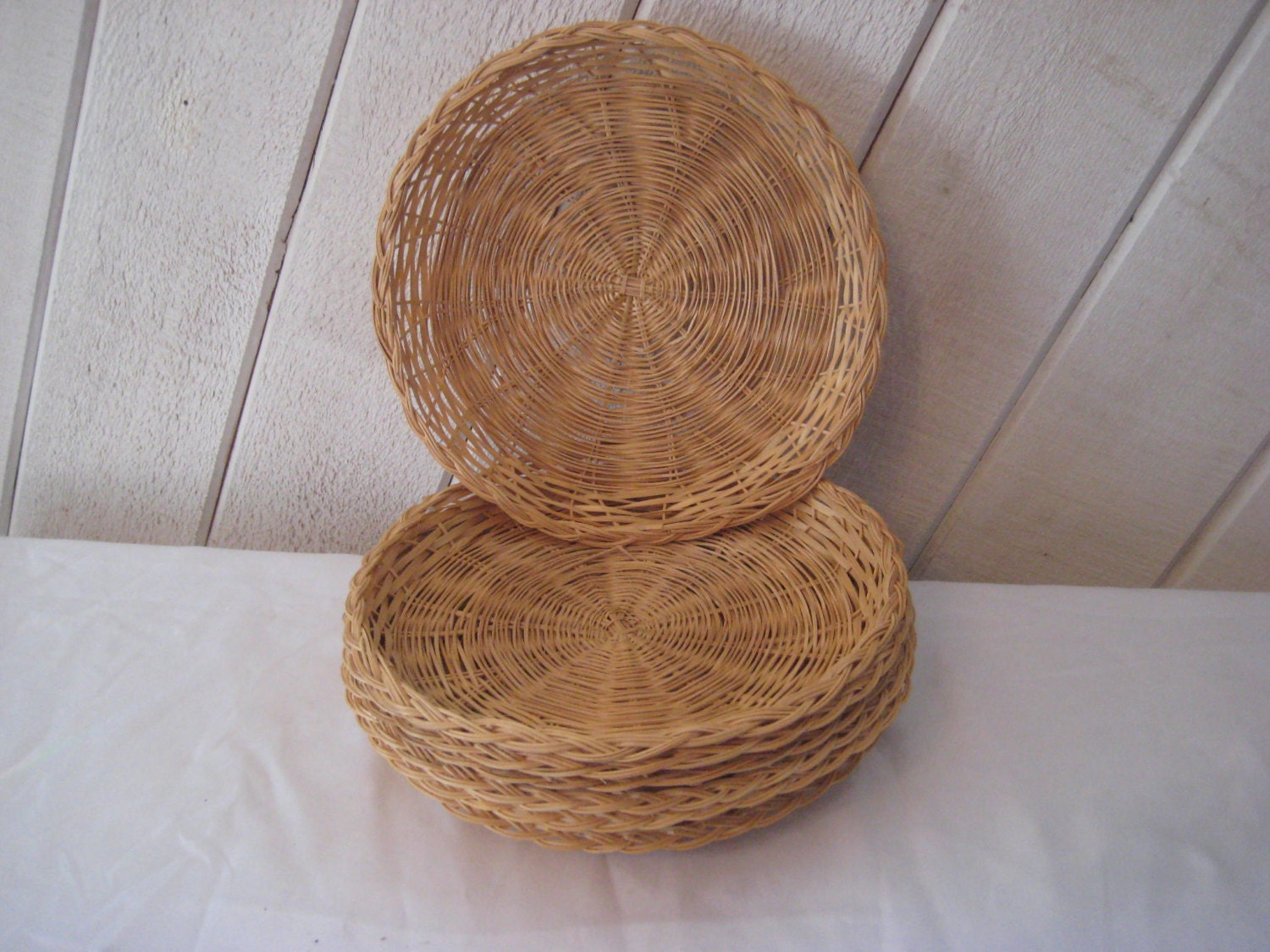 wicker paper plate holders rattan picnic cookouts set of. Black Bedroom Furniture Sets. Home Design Ideas