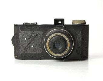 Antique Bakelite UNIVEX Camera  - 1941 Made in USA