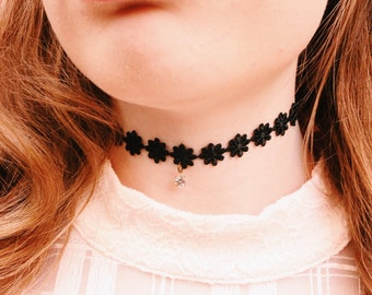 Angel and Devil Princess Daisy with Diamond- Black And White Option, Vintage Lace Tattoo Collar Necklace – zipper indie style choker