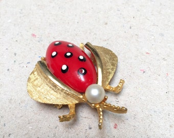 Vintage Gold Tone Bug Brooch with Red Plastic Cabochon Body (retro 50s 60s insect fly pearl paint big large pin gold tone)