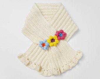 Crochet / Flower Keyhole Scarf