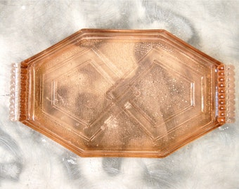 Small tray in pink glass of 1930-1940