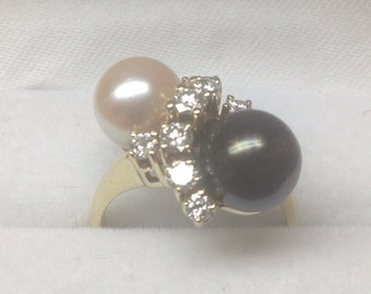 Vintage 14k yellow gold diamond ring with 8 mm black pearl and white pearl