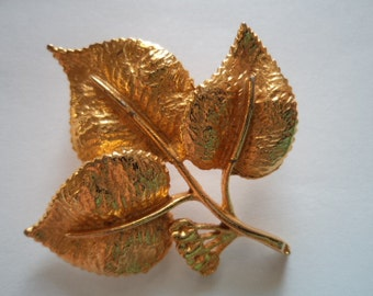 Vintage Signed Exquisite Goldtone leaf Brooch/Pin