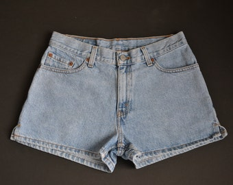 "30"" Mid Waisted Light Wash Levi's Shorts"