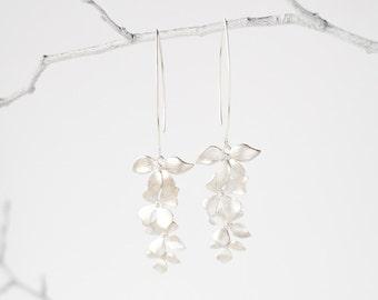 Elegant earrings with silver flower petals