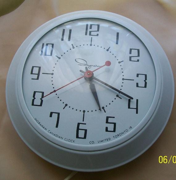 Retro Clocks Ingraham Kitchen Wall Clock White Metal Large