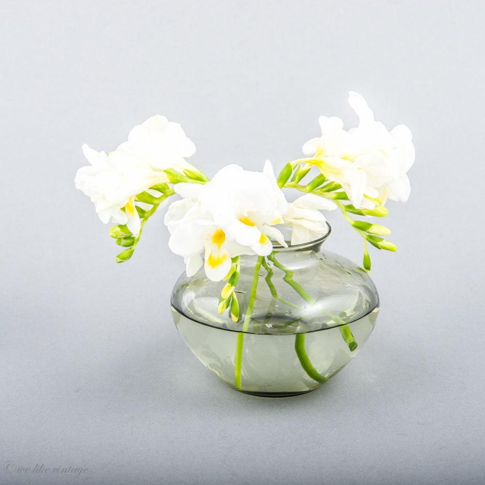bauhaus glas vase vintage glasvase graue glasvase. Black Bedroom Furniture Sets. Home Design Ideas
