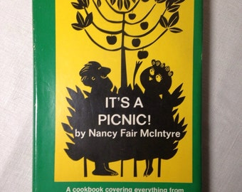 It's A Picnic! Vintage 1960s Cookbook Banquet in A Basket Outdoor Meals by Nancy Fair McIntyre