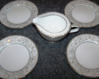 Noritake Oxford Set of Four Bread & Butter Plates And One Creamer