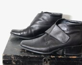Vintage Leather Black Chukkas Velcro Strap Granny Ankle Desert Boots Flats Shoes. Like New. Size US 7.5 7 1/2 M Eur Euro 38 UK 5.5 5 1/2