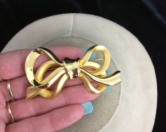 Vintage 3-D Goldtone Bow Pin