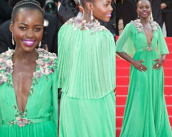 Gorgeous vintage jack Bryan green pleated maxi dress a look that you can we're at special occasions.
