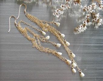 Boho chain earring Bride long earring White seed pearl Gold tassel earring Wife pearl jewelry Sexi long earrin Gold Bohemian earring for her