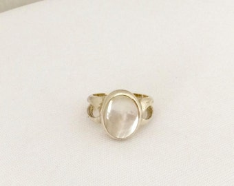 Vintage Sterling Silver Mother of Pearl Ring Size 7.75