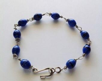 Blue and black swirl beaded bracelet
