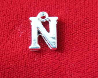 """BULK! 30pc """"N"""" charms in silver style (BC676B)"""