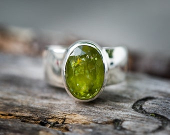 Peridot Ring - Size 8 Peridot ring - Large Peridot Ring - August Birthstone - August Birthstone - Peridot jewelry- Size 8 Ring