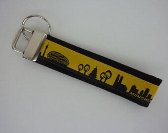 """keyring pendant """"München"""" """"Munich"""" black and yellow"""
