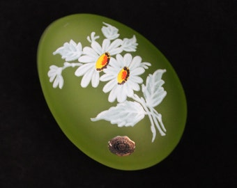 SALE Vintage 1970s Westmoreland Green Satin Frosted Glass Egg, Hand Painted Daisy Flowers, Collectable Trinket Dish