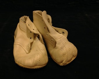vintage white leather baby shoes IDEAL 1960s