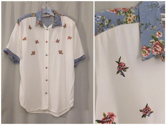 White Blouse With 3 Buttons On The Cuff 62