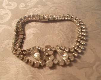Vintage Rhinestone Bracelet with Pear Shaped Middle Stone (1022)