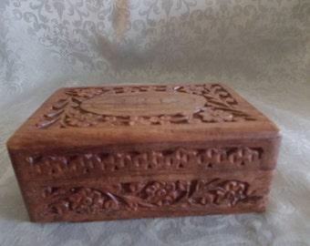 Wood Carved Box With Highlighted Gold Flower In Center (*1142)