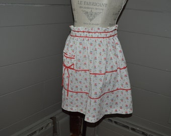 Cute vintage apron with pink roses