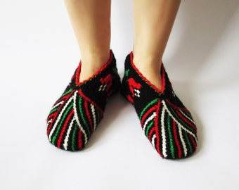 Vintage bulgarian slippers / Unique handmade slippers / Traditional balkanian slippers / Hand crochet slippers / Hand knitted slippers