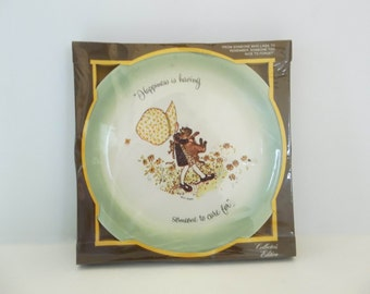 """Vintage Holly Hobbie Collectible Green Ceramic Porcelain Plate 1972 """"Happiness Is Having Someone To Care For."""""""