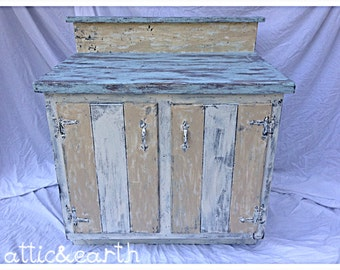 Painted distressed wooden vanity/hutch