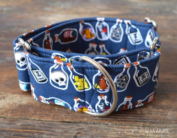Martingale dog collar model Bottle of Rum. Adjustable and handmade with 100% cotton fabric. pirate and nautical style. Wakakan
