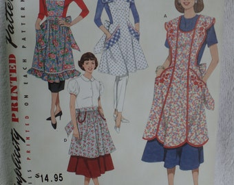 NEW, uncut pattern of vintage aprons from '48 & '52!!!