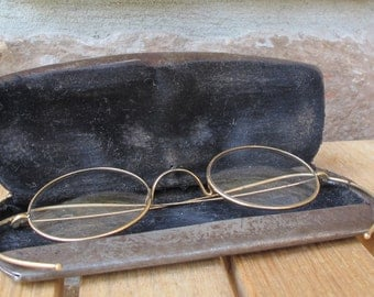 Vintage Stevens & Co.  Eye Glasses with metalcase-free shipping