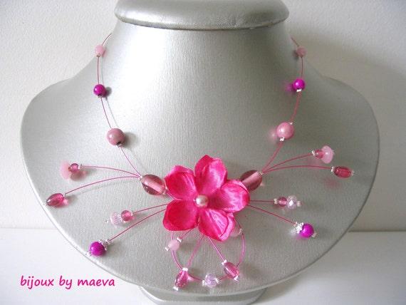 collar fucsia bisutería flor y perlas de color rosa y fucsia