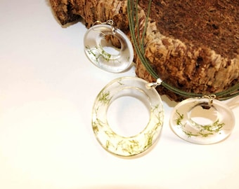 nature necklace set with moss