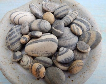 Maine Beach Stones - 20 Multi Striped Stones - Assorted Sizes - DIY Stones - Stones For Crafting - Home Decor- Striped Rocks - Smooth Stones
