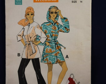 Sewing Pattern Le Roy 9076 for a Beach Robe in Size 14