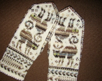 Warm wool mittens, soft and cozy mittens, hand knitted patterned mittens with the kittens