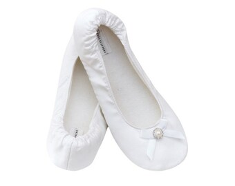 Bridal Slippers with crystal accent. Sizes 5-12. Also great as bridesmaid slippers!