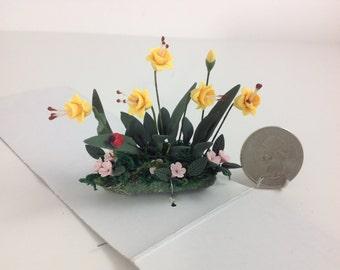 "Dollhouse Miniature Home/Garden/Yard 2.5"" Handmade Polymer Clay Yellow Daffodil Flowers"