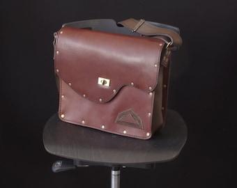 bag, messenger, shoulder bag, satchel, brown leather, male or female