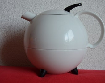 White and black Galileo thermos jug from Leifheit, design by Slany