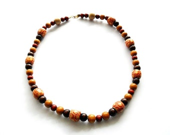 necklace / handmade / wooden beads