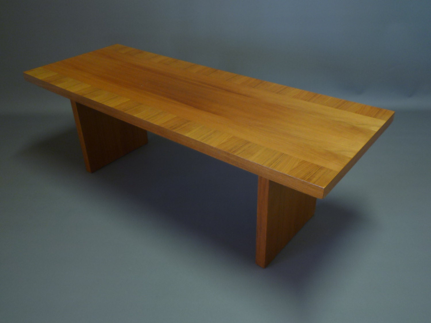 Table basse jaune scandinave for Table basse retro design